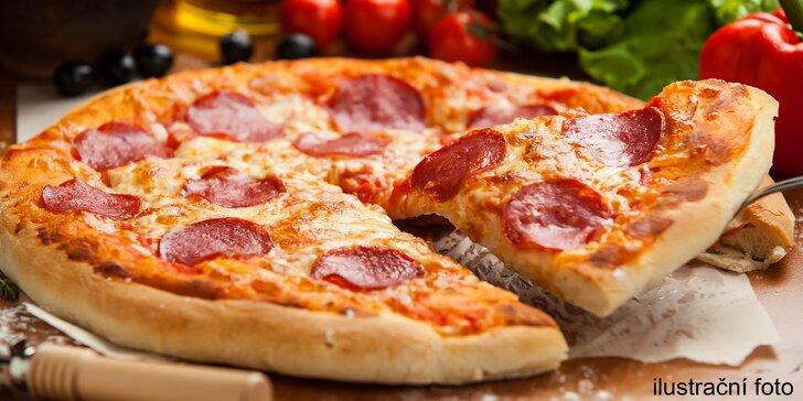 Jídlo už je na cestě: 2 křupavé pizzy po italsku či americku s možností rozvozu