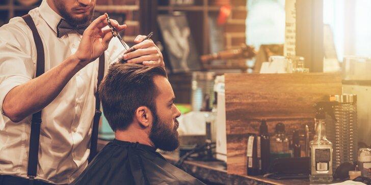 Proměna ve šviháka klasickou metodou: Péče o vousy i vlasy v barber shopu