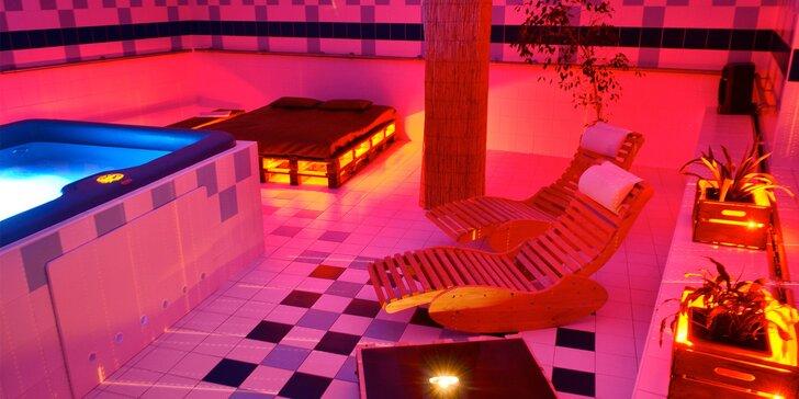 Božský relax pro dva v privátním wellness: 120 minut s vířivkou a saunou