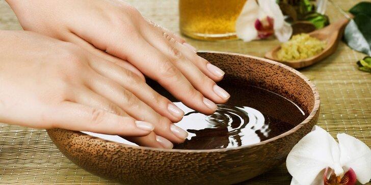 Upravené nehty s manikúrou vč. lakování barevným gel lakem