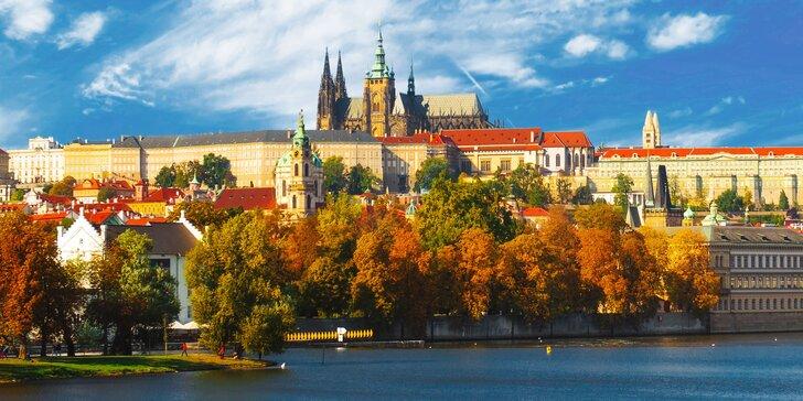 Objevte kouzlo jarní či letní Prahy: Pohodové ubytování pro dva se snídaní