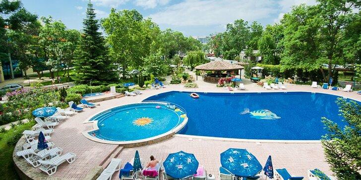 Letecky do Bulharska: 7 nocí v hotelu s all inclusive a bazénem 150 m od pláže