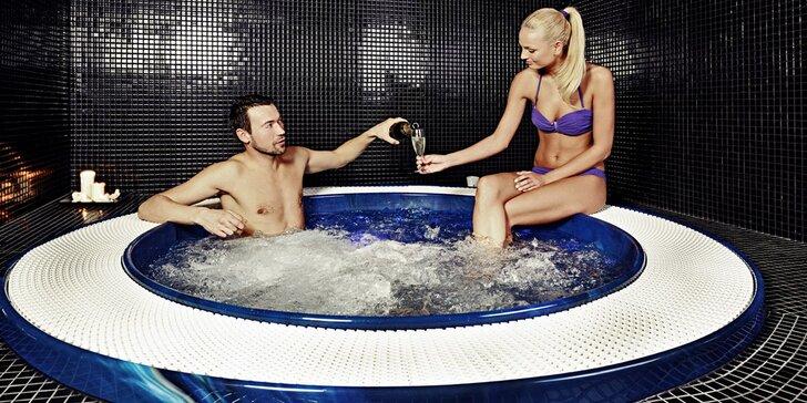 Privátní whirlpool pro dva a relax v Saunovém světě