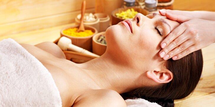 Uvolnění s opojnou vůní bylin: Ájurvédská masáž Abhyanga celého těla