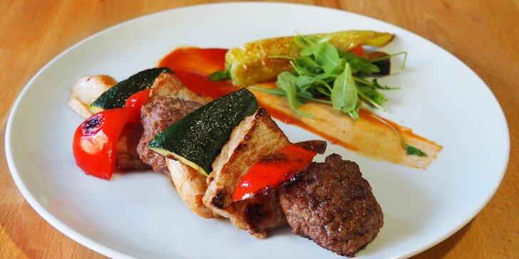 Z grilu rovnou na váš stůl: tři druhy masa a porce zeleniny pro 2 osoby