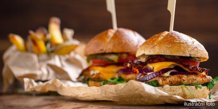 Na dlabanec do Malešické Tvrze: 2 nebo 1 šťavnaté 200g burgery s porcí hranolek