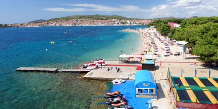 Vodice v Chorvatsku: 7 nocí v apartmánu s dopravou + dítě do 4,99 let zdarma