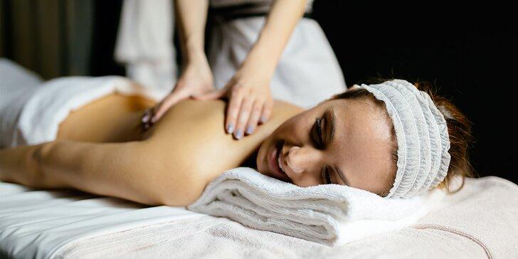 Masáž lávovými kameny nebo medová masáž