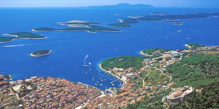 Léto na chorvatském Hvaru - 7 nocí v hotelu u moře, polopenze a půjčení lehátek