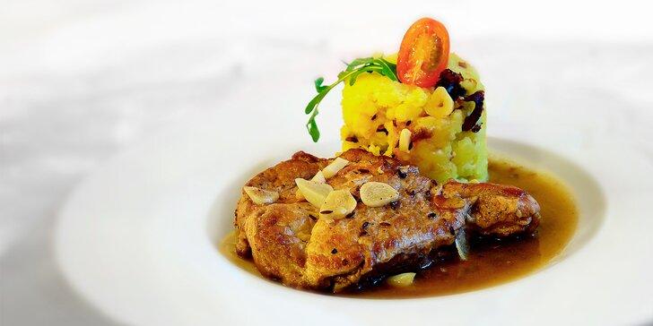 Grilovaná krkovička a šťouchané brambory: dobrota v historickém srdci Jihlavy