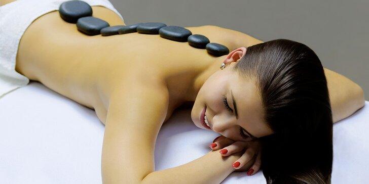 Přestaňte se hrbit: napřímí vás relaxační masáž zad a šíje s lávovými kameny