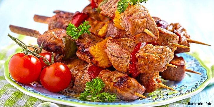 Gurmánské menu: vepřové špízy, tatarák, přílohy i salát pro 4 osoby