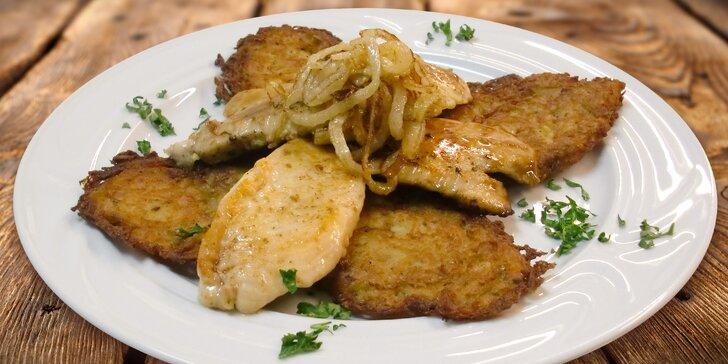 Valašské medailonky pro dvě osoby: vepřové a kuřecí maso s bramboráčky