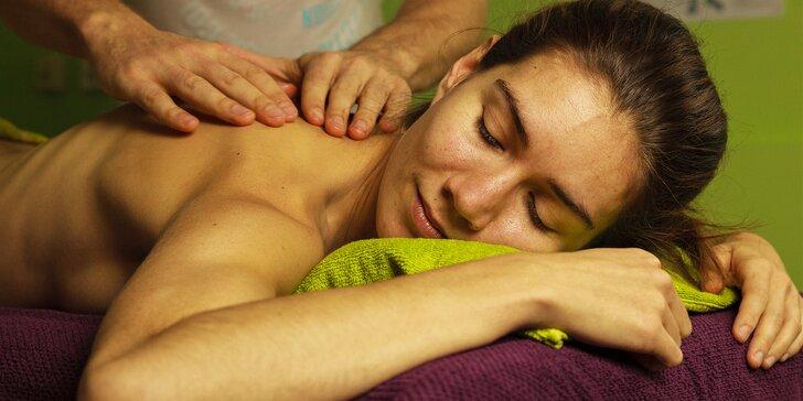 Celostní masáž a nápoj se zeleného ječmene na podporu čištění organismu