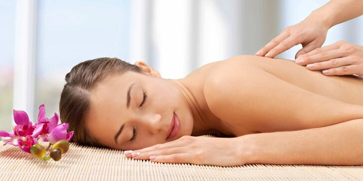 Hodinová uvolňující masáž zad a šíje pro zdraví i potěšení