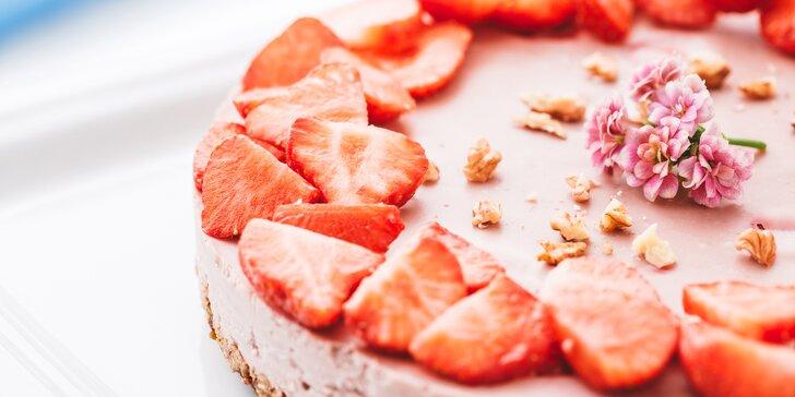 Malostranská siesta: Libovolný teplý nápoj a báječný raw dort dělaný s láskou