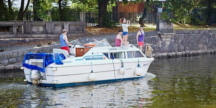 Unikátní výletní plavba po Vltavě: Vaše může být jedno místo i celá loď
