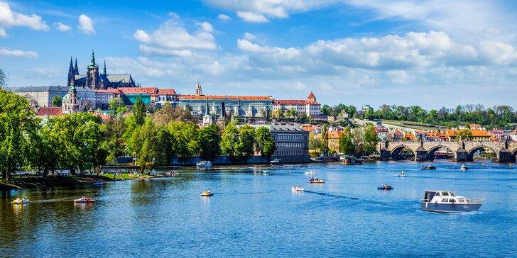 Plujte s partou za zážitky: privátní hodinová plavba po Vltavě až pro 8 osob