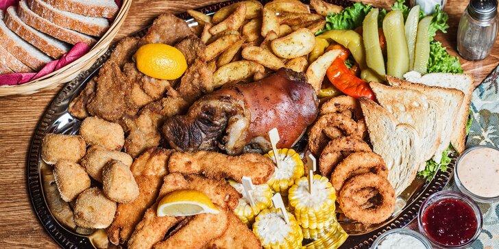 Prkno plné dobrot pro 4 až 6 osob: masa, sýry a řízné přílohy v centru Brna