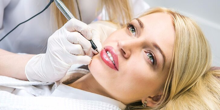 Permanentní make-up pro bezchybný vzhled: Úprava obočí, linek i rtu