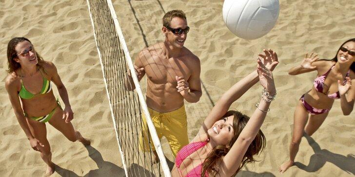 Potrénujte na léto: hodinový pronájem beachvolejbalového kurtu v hale