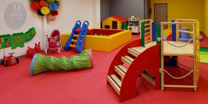 Kavárna s dětskou hernou: vstup pro 2 děti, káva a domácí limonáda