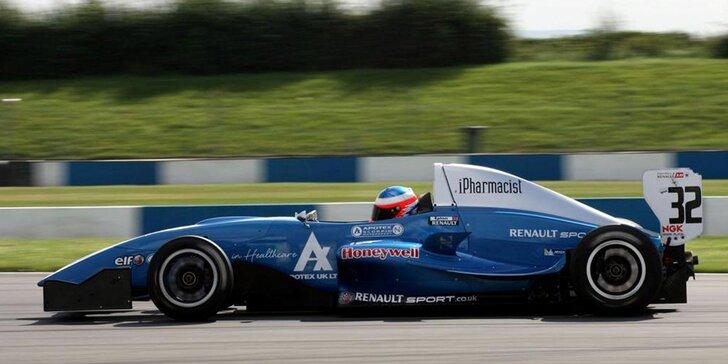 Vystřelíte jako šíp: Exkluzivní jízda v závodní formuli Renault 2.0