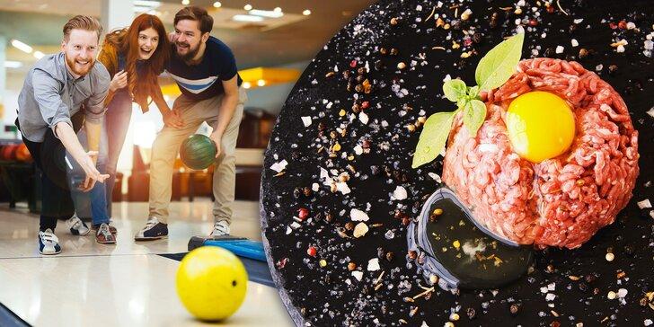 Zábava pro partu hráčů: 500 g tataráku, topinky a dvě hodiny bowlingu