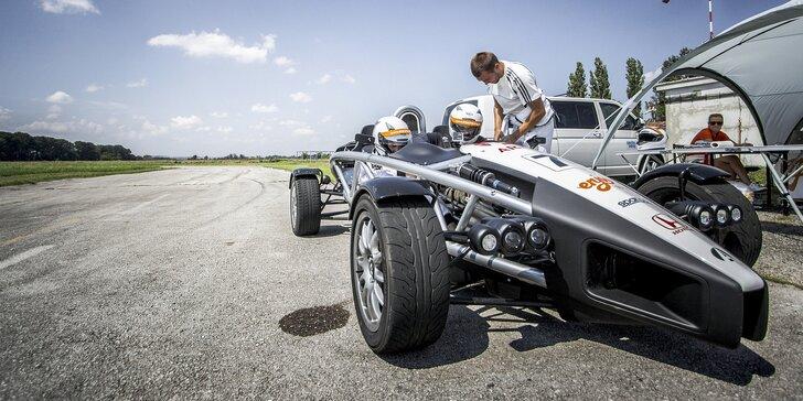 Bláznivá jízda v jednom z nejrychlejších vozů světa: až kol 7 v Ariel Atom 3.5