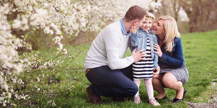 Jarní exteriérové focení v podhůří Beskyd - rodiny, páry i těhotenské snímky