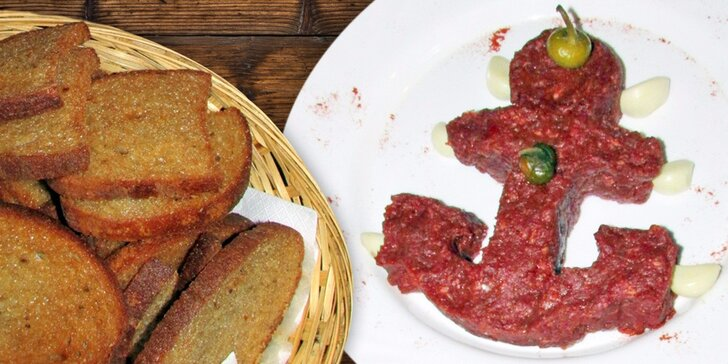 Půlkilový tatarák a nálož topinek v originální restauraci Plachetnice