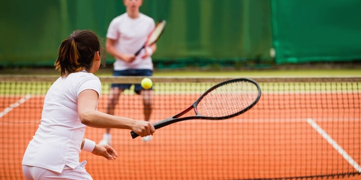Vstup na tenisový antukový kurt v Železné Rudě na 1 a 3 hodiny