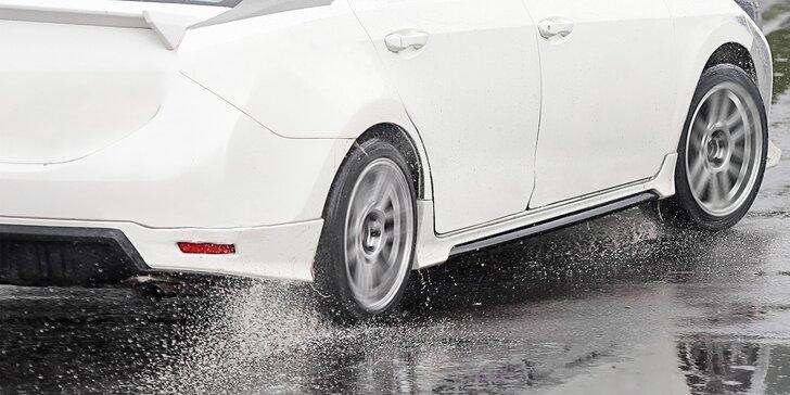 Škola smyku: Naučte se ovládat svůj vůz za extrémních podmínek