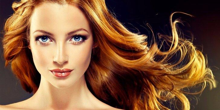 Kadeřnické balíčky: Oživte vzhled novým střihem a melírem nebo barvou