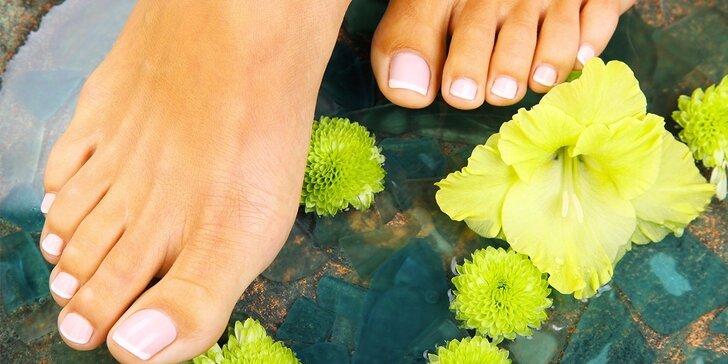 Kompletní péče o nohy: klasická pedikúra nebo pedikúra s lakováním