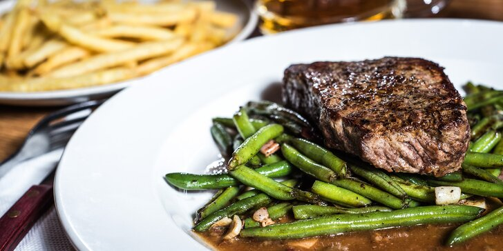 Požitek ze šťavnatého masa: Sirloin steak z mladého býčka v centru Brna