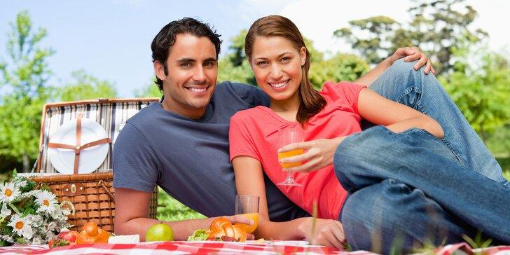 Piknik pod širým nebem: půjčte si koš plný dobrot a drinků i deku na sezení