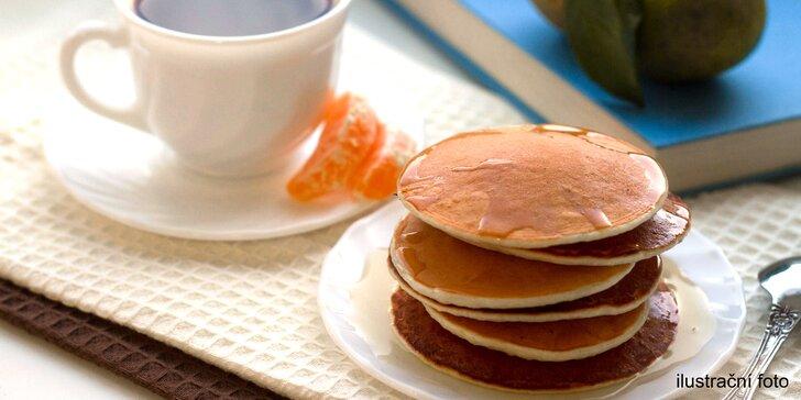 Čas na sladkou vzpruhu: 2 palačinky s originálním javorovým sirupem a káva