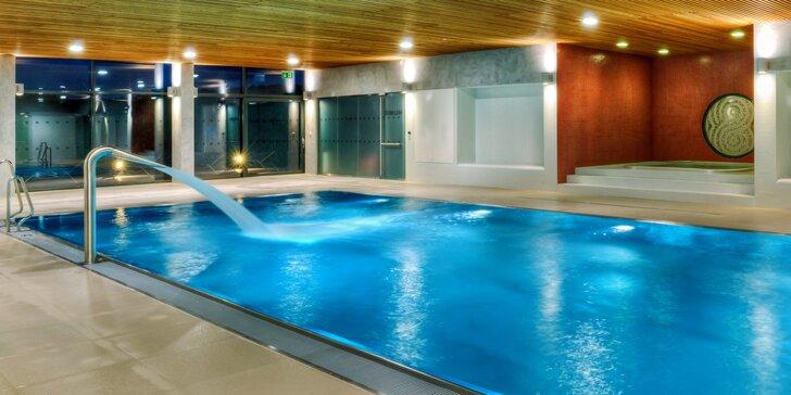 120 min. aktivní relaxace pro 2: Tenis a plavání v krásném sportovním areálu