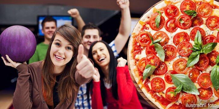 Pizza dle výběru a hodina bowlingu v Kostelci na Hané