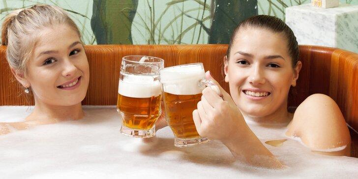 Uvolněte se v pivních lázních: relax pro 2 s polopenzí, saunou a masáží