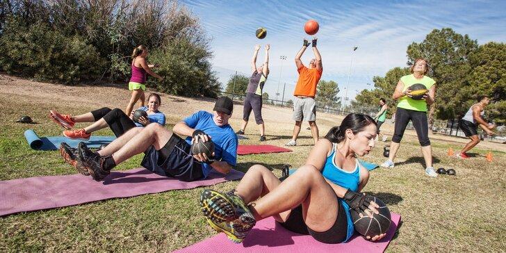 Tréninky na trávě – zacvičte si v přírodě s trénerem