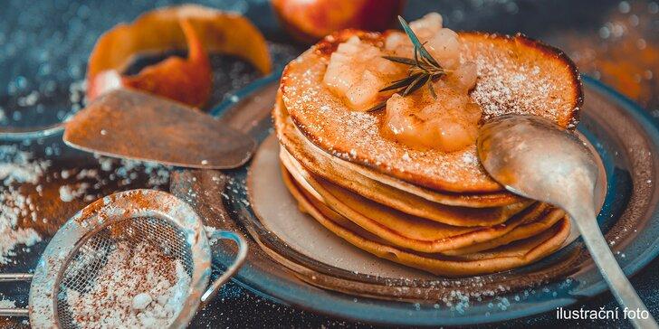 Snídaně na Vinohradech: jablečné lívance nebo slané palačinky a horký nápoj