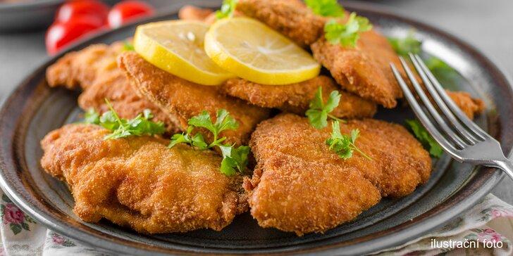 600 nebo 1200 g řízků z kuřecího, vepřového a zvěřiny s pečivem i salátem