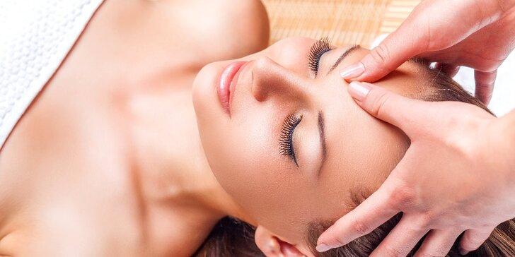 Odpočiňte si při relaxační masáži obličeje, krku, dekoltu i uší