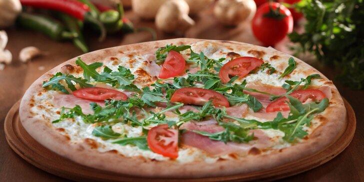 Dvě libovolné pizzy plné čerstvých ingrediencí jen kousek od Karlova mostu