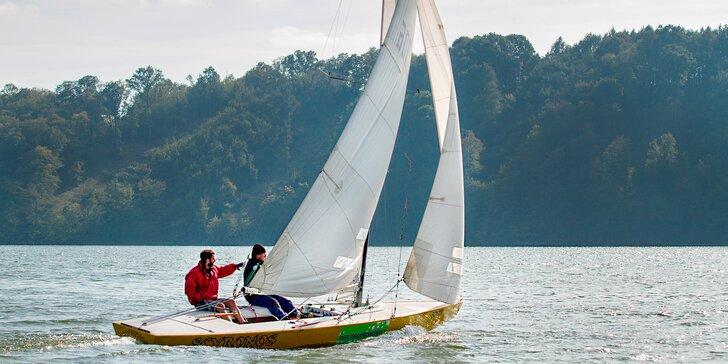 Chyťte vítr do plachet: 2 hodiny sportovního jachtingu na Vranovské přehradě