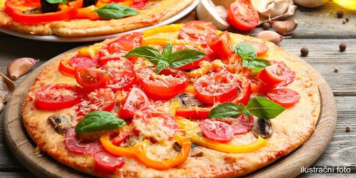 Zpestřete si víkend dobrotou: Malá či velká pizza dle výběru ze 33 druhů