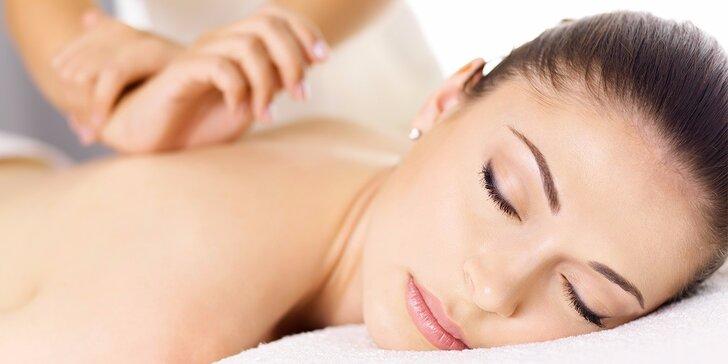 Hodinová uvolňující masáž zad, šíje a končetin pro zdraví i potěšení