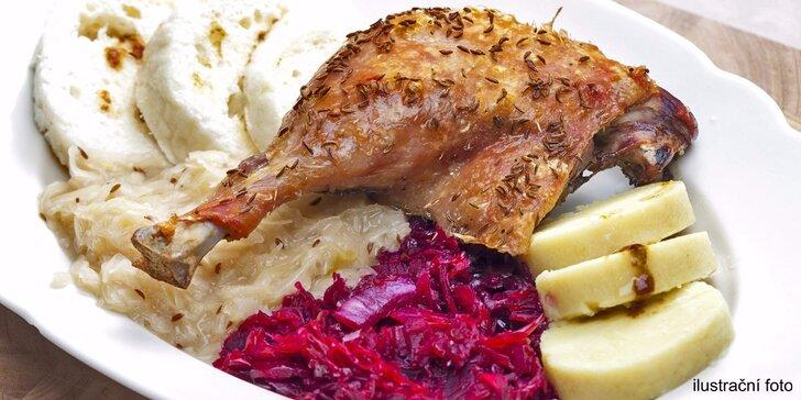 Zlatavě pečená kachna pro 4 jedlíky včetně zelí a knedlíků